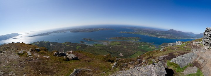 Jendemsfjellet har god utsikt mot vest. (Klikke klikke... stort bilde)