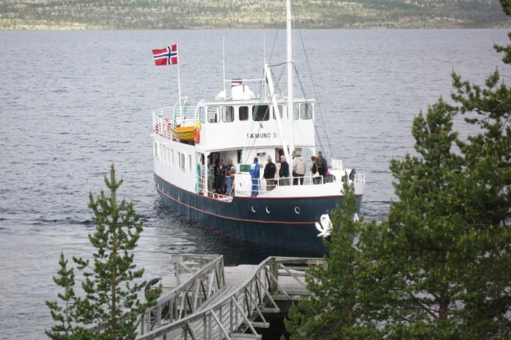 Fæmund II er et velkjent syn på Femunden. Selv liker jeg å starte turen med en kaffekopp ombord og litt småprat med andre turfolk som er på vei inn i marka.