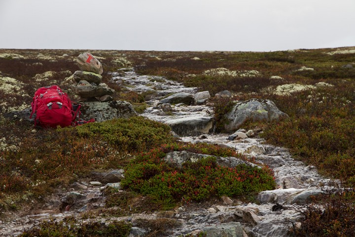 Under søsmeltingen og ved langvarig regn er det mange steder i området at bakken drenerer dårlig. Den våte høsten i 2011 ble stier omgjort til T-merkede bekker.