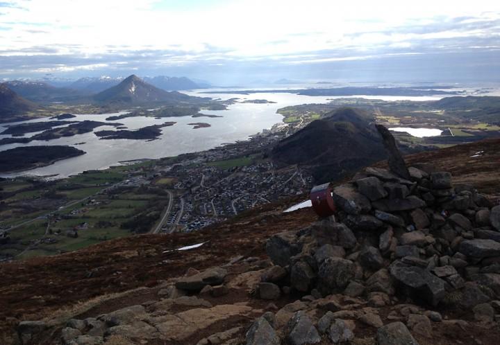 Mai betyr også starten for årets Stikk ut!. Utsikten fra posten på lågheia er velkjent.