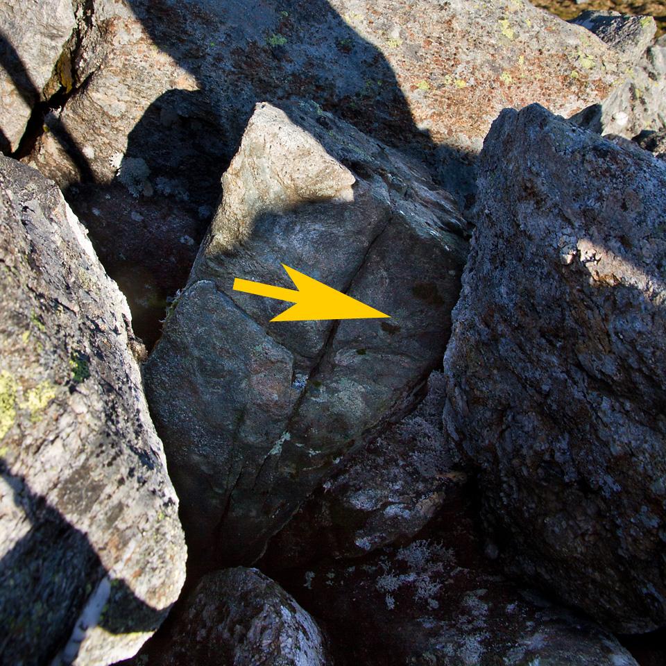 Steinene som lukket seg som en revesaks rund ene foten. Av årssaker som leseren sikker har forståelse for valgte jeg å ikke finne frem kameraet og ta bilde mens foten satt fast...