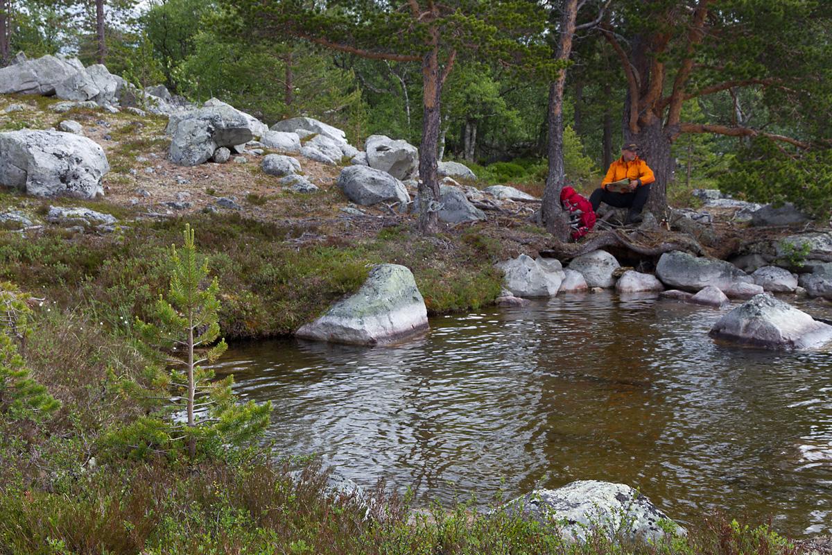 Kartsjekk og planlegging av ruten videre fra Korstjønna.
