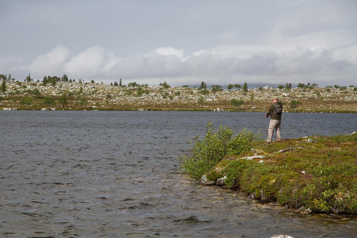 En frisk bris la ikke noen demper på fiskeiveren.