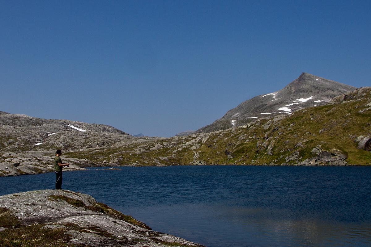 Det øverste av Øksendalstjønnin, med Kleivhøa i bakgrunnen.