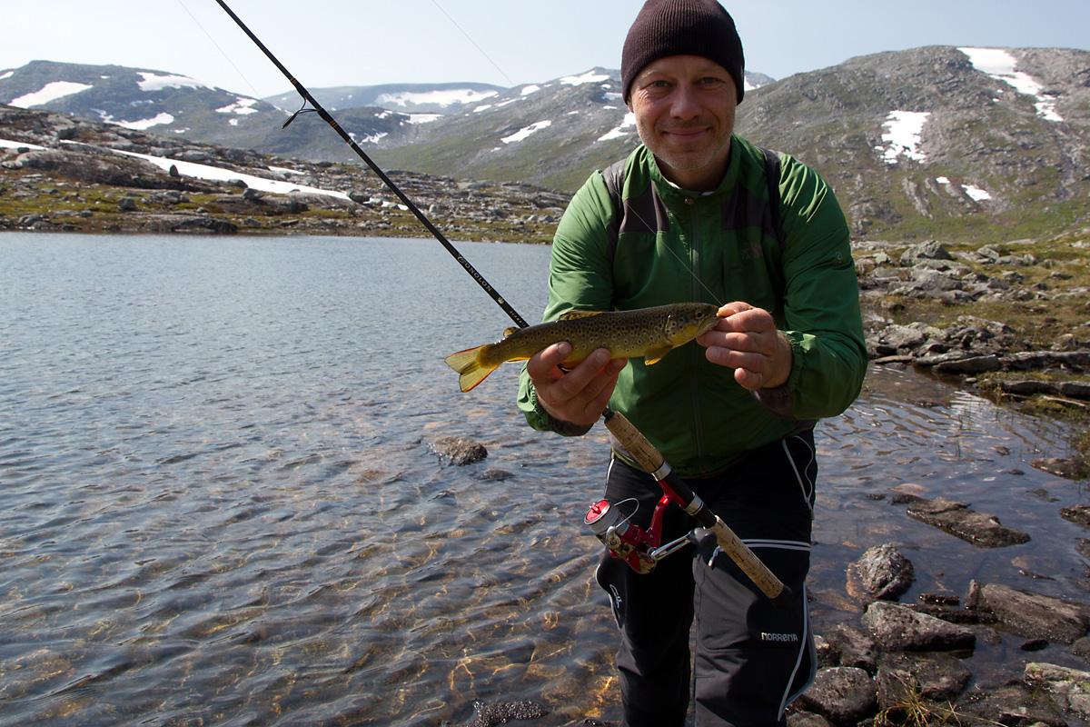 Husk å holde fisken nærme kamera slik at den virker større...