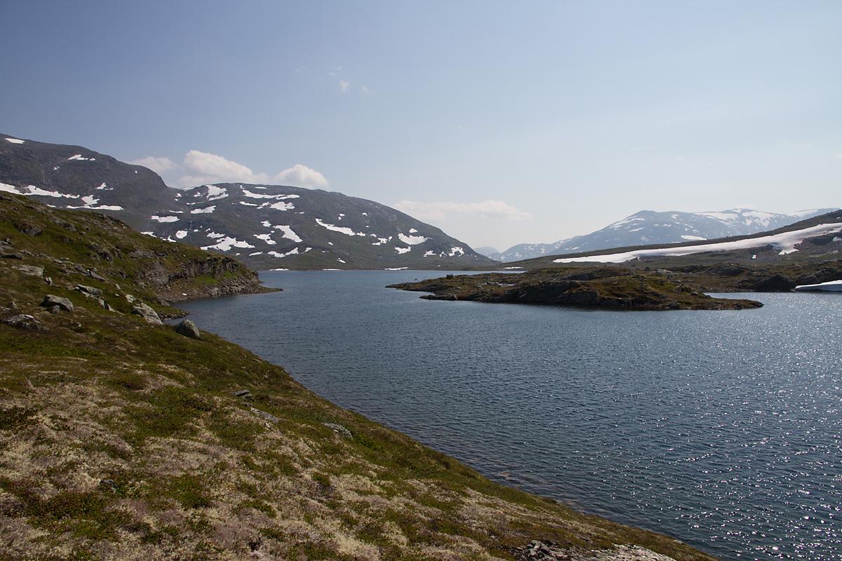 Det største av Øksendalstjønnin sett fra nord.