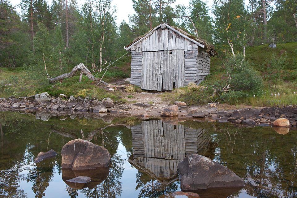 Naust ved Ånderdalsvannet.