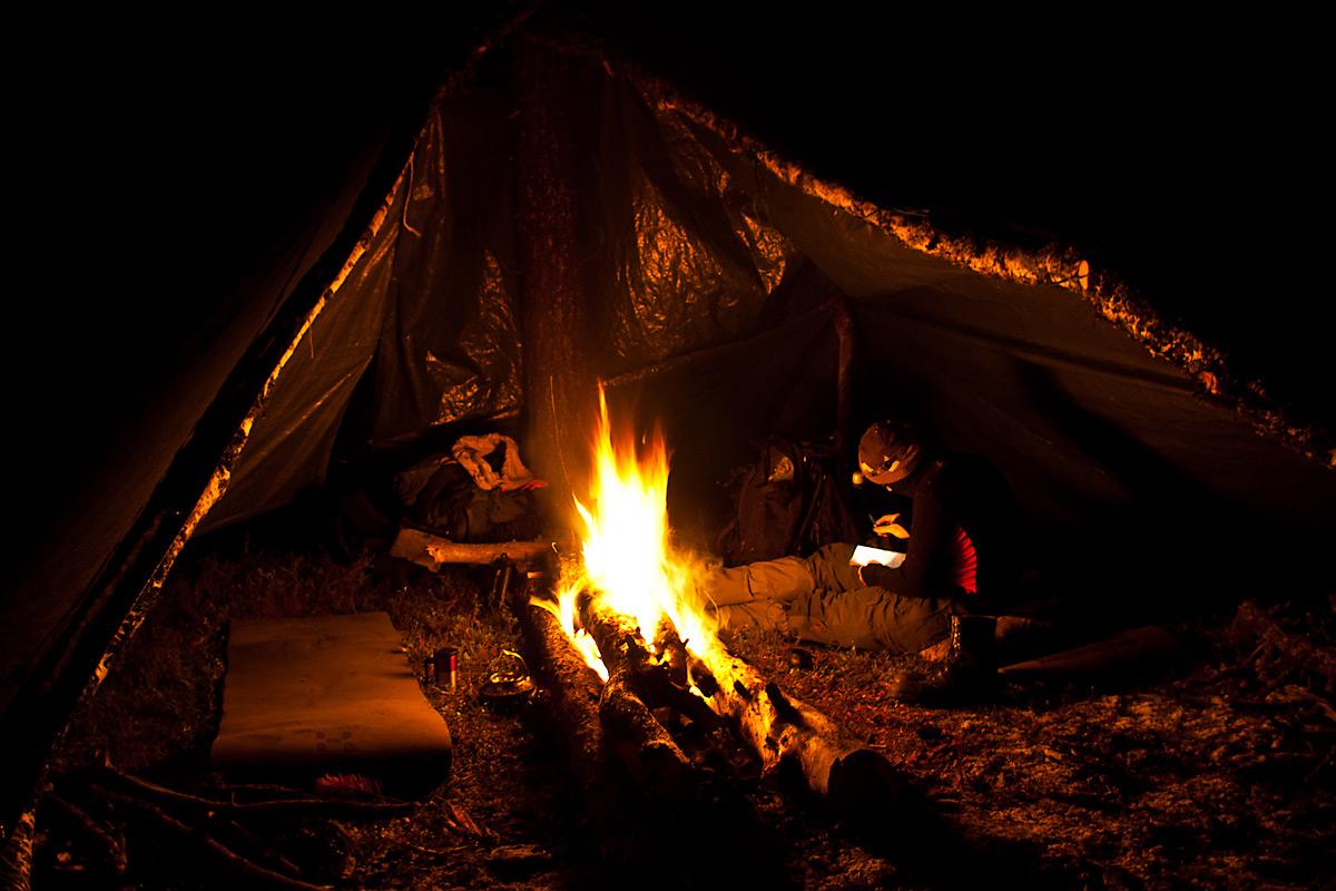 Deler av Bacheloroppgava i Friluftsliv ble skrevet i en gapahuk med bål. Tema var survival.