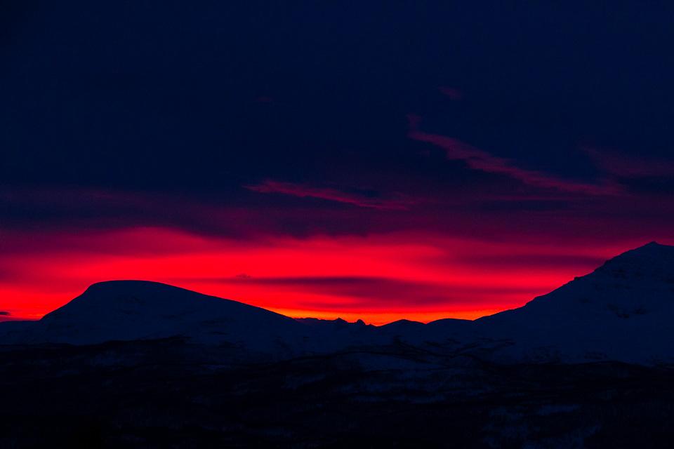 Fargerik solnedgang fotografert fra leiligheten.