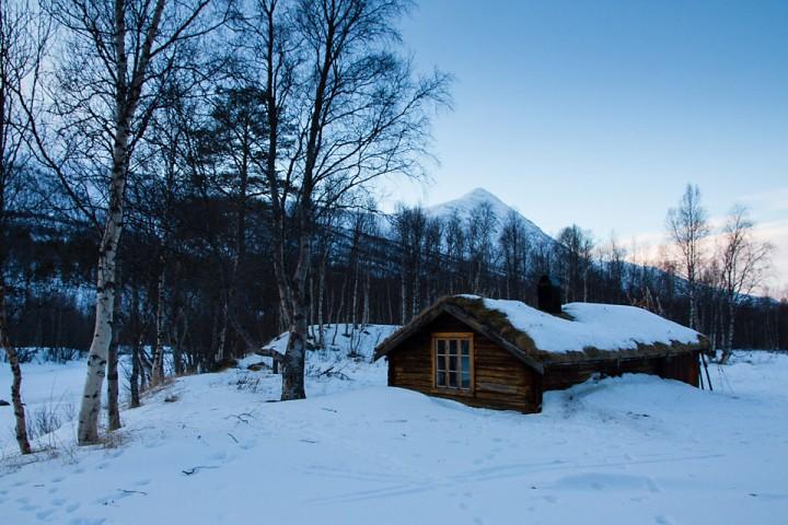 Fossbua er en trivelig Statskogkoie i Dividalen. Det ble et par overnattinger der i løpet av vinteren.