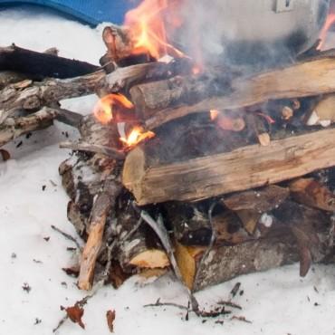 Dette bålet varte en time før det nådde snøen. Da var lunsjen over.