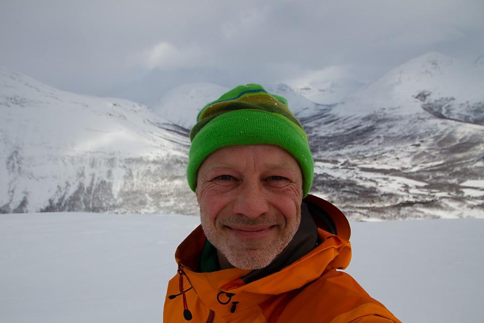 Det er lett å bli glad når en skuer ut over fjellene i Tamokdalen.