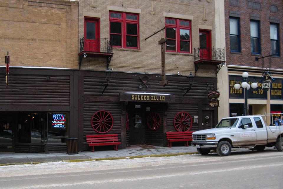 Å gå inn på Old Number 10 Saloon er som å ta steget rett inn en Westernfilm.