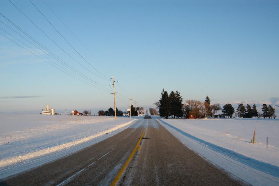 Ashton ligger omgitt av endeløse sletter i Idaho. Heldigvis hadde bygda en bensinpumpe.