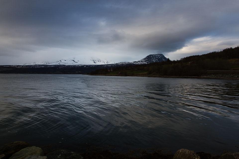 En kald og grå dag i Balsfjord.