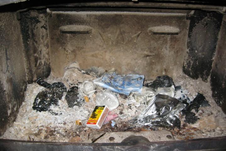 Typisk syn når en kommer til en ubetjent/selvbetjent DNT hytte. Folieposer brenner ikke!