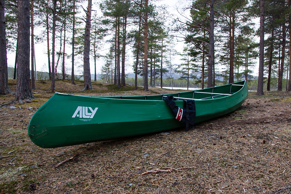 Ferdig montert kano og klar for padletur.