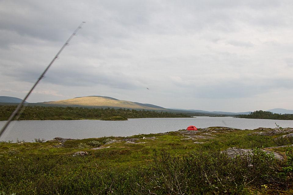 Omsider får jeg øye på teltet til Anders og Kathrine.