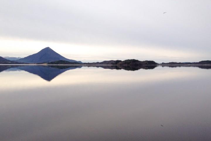 En stille dag ved fjorden.