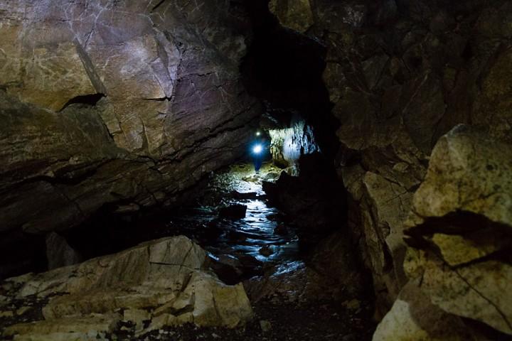 Grottevandring i Trollkyrkja.