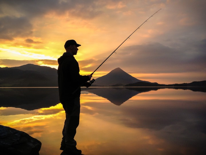 Fisketur i lav novembersol.