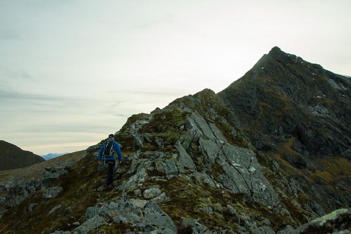 Eggen mellom Nonshaugen og Kvannfjellet byr på en luftig tur til toppen.