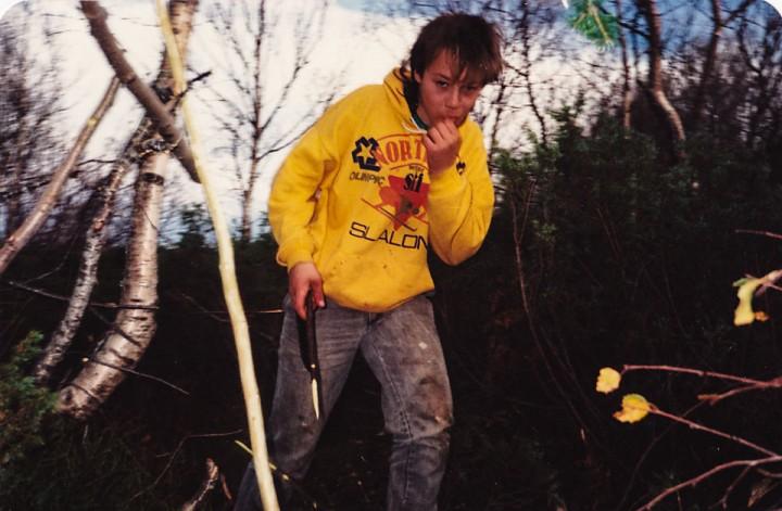 Vi drev ikke med friluftsliv. Vi bare sprang rundt i skogen med kniv, bygde hytter og skar oss litt i fingrene. En gang på 80-tallet.