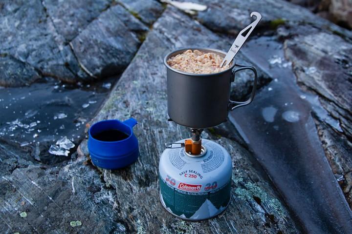 Kaffepause nr xx. Gass fungerer faktisk godt ned til en del minus, så lenge en ikke skal sitte lenge og smelte snø.