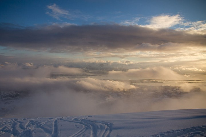 Turen startet et sted nede i skyene.