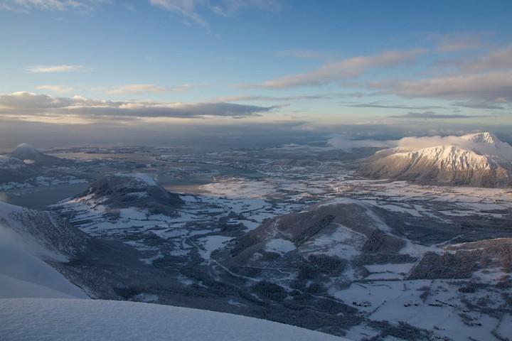 Fræna. Mellom fjord, fjell og storhavet.