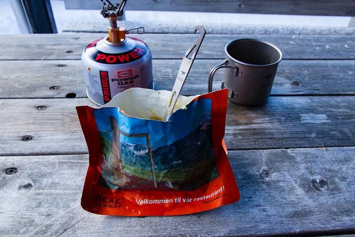 Titansporken bestod den viktigste testen: Å få med seg maten fra gryta og opp i kjeften.