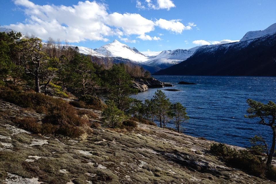 Eresfjorden med fjellet Skjorta i midten er blant de beste toppturene i landet.