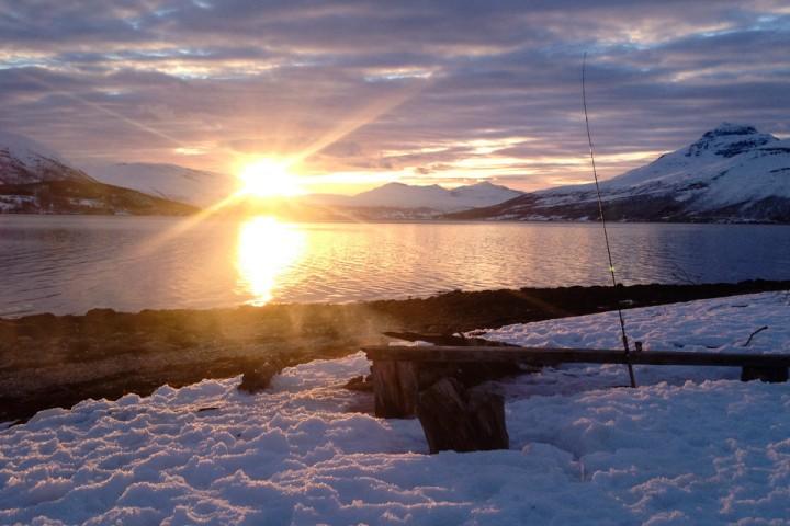 Løkta er et velkjent sted for folk som vil prøve seg på sjøørreten i Troms.