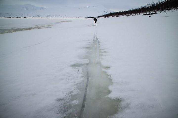 Nede ved Altevatnet var det tydelig at vinteren snart er over.