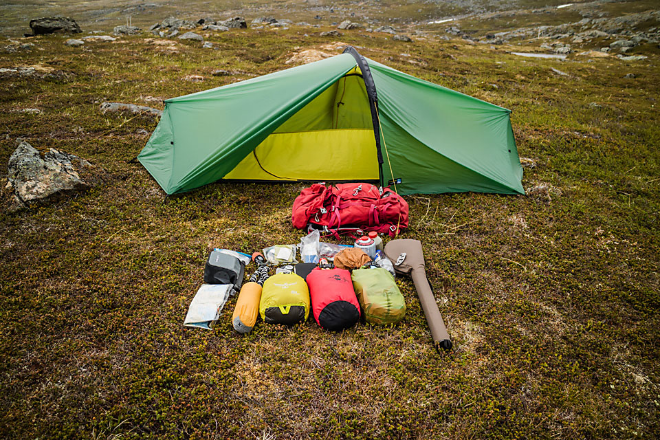 Utstyret klart for riving av telt og pakking av sekk.