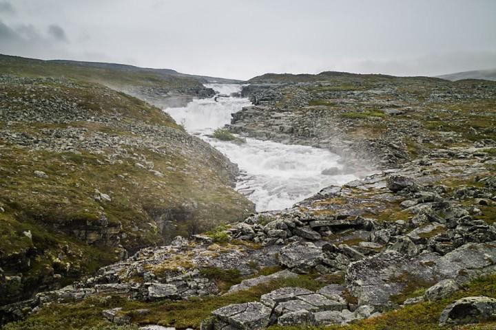 Liten canyon i nedre del av Didnojohka.