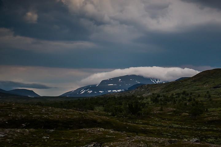 Etter middagshvilen var sola forsvunnet, og tykke skyer kom sigende over Kistefjellet.