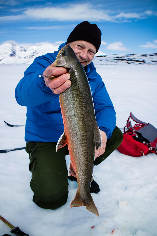 Min første fisk på isen. 1,5 kilo feit vuommarøye.