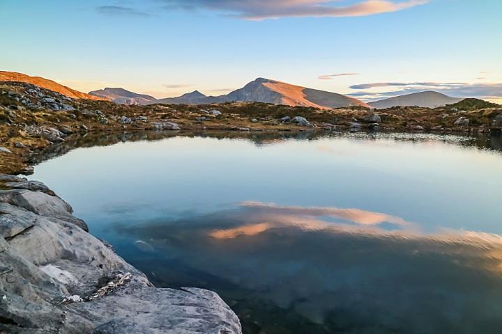 Kvannfjellet sett fra det første av Trolldalsvatna er kommunens høyeste fjell, og mest populære topptur på vinteren.