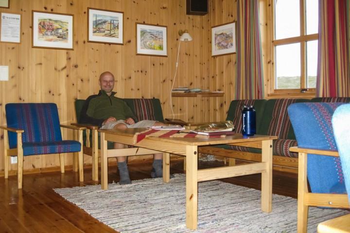 Inne på Ny-Sulitjelma fjellstue. Mer husfølelse en hyttestemning.