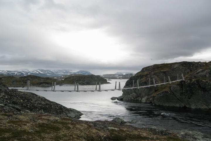 Norske hengebruer var om mulig enda skumlere en de lange svenske.