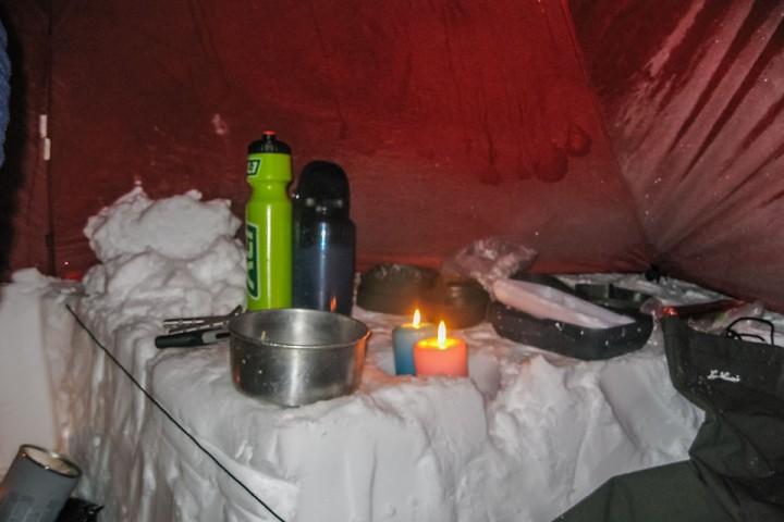 En god arbeidsgrop gjør koking og arbeidsoppgaver lettere i teltet.