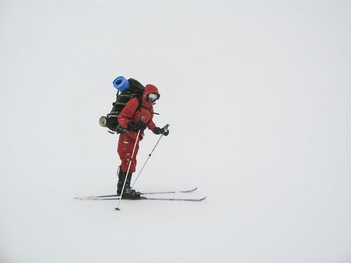 Som å gå på ski inne i en vindfull melkekartong.