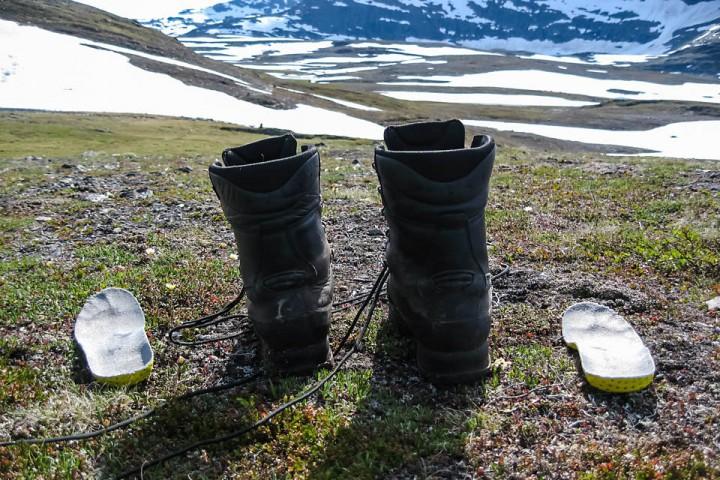 På varme dager er det godt å lufte beina i pausen. Her fra Isdalen.