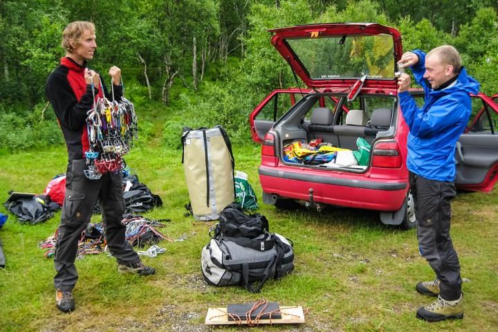Det er mye utstyr som skal klargjøres før en teknisk klatretur.