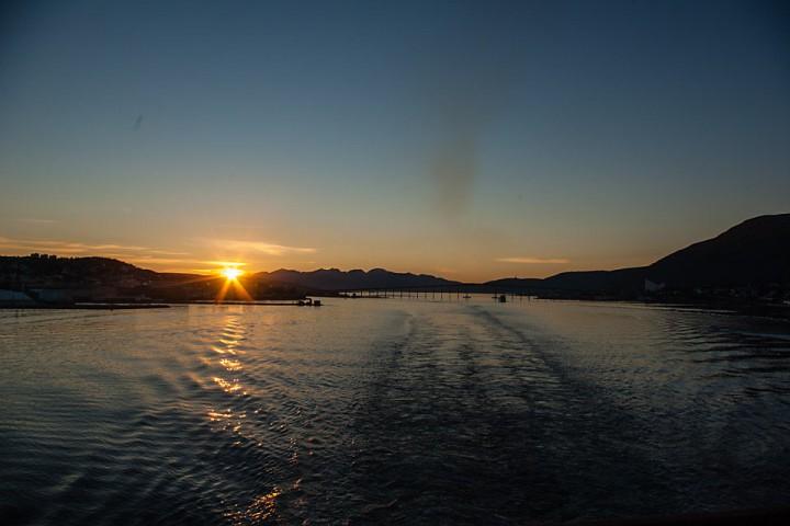 Ut fra Tromsø i Midnatssol.