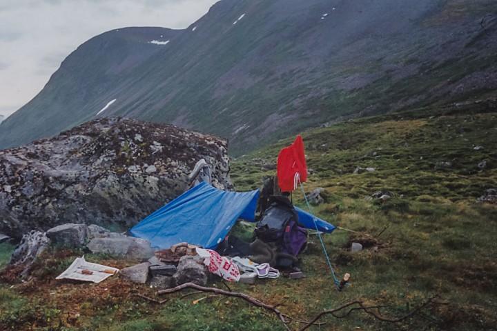 """Teltbunnen spent opp som en """"tarp"""" senere på våren (jeg fant ikke vinterbilde)."""