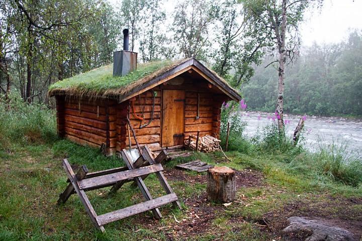 I Dividalen gir Ole Nergårdbua et kjærkomment sted for en pause uten mygg.