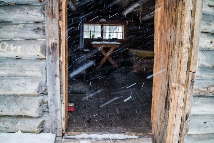 Lett snøvær i det jeg kommer til Lortholbua.