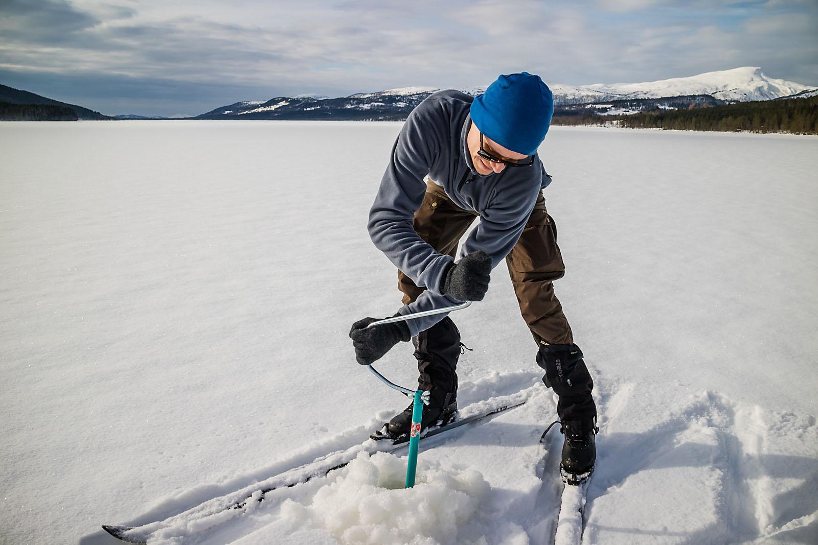 Isfiske med Anders Eriksen på Fosterlågen.